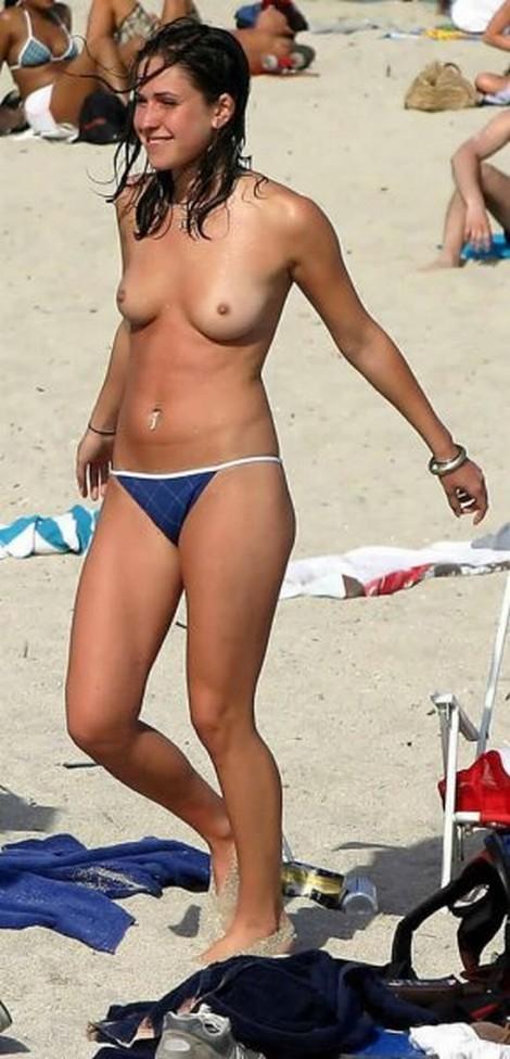 topless merginos 02