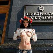 Femen moterų judėjimo merginos mažas pav.